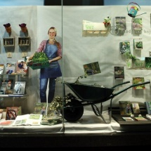 MK Konzorcij: Vrtnarjenje Poudarek je bil na tedaj izšli knjigi Jerneje Rošar, Ekološko vrtnarjenje, mesto v izložbi so dobile knjige s področja vrtnarjenja in kulinarike