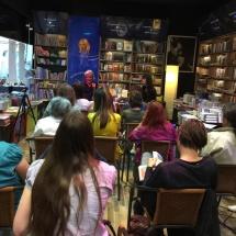 V knjigarni Sanje smo s Tomo Križnarjem potovali po Afriki.